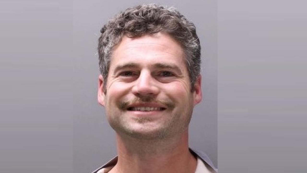Shaun Runyon, de 39 años, atacó a siete personas dentro de una vivienda alquilada por su empresa