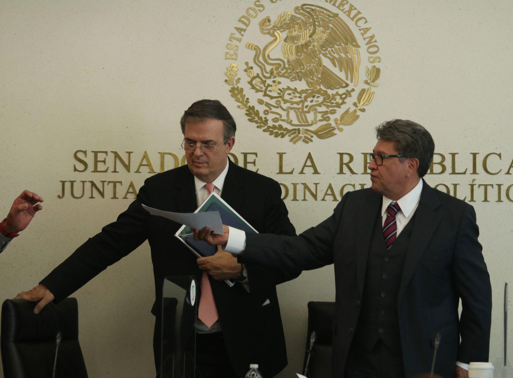 El canciller Marcelo Ebrard con Ricardo Monreal, coordinador de los senadores de Morena (Cuartoscuro)