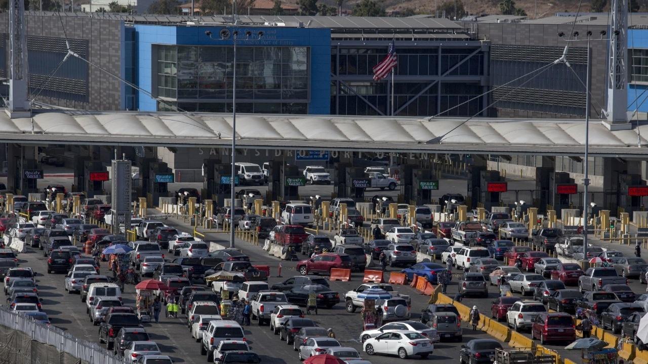 Fotografía que muestra la frontera entre México y Estados Unidos