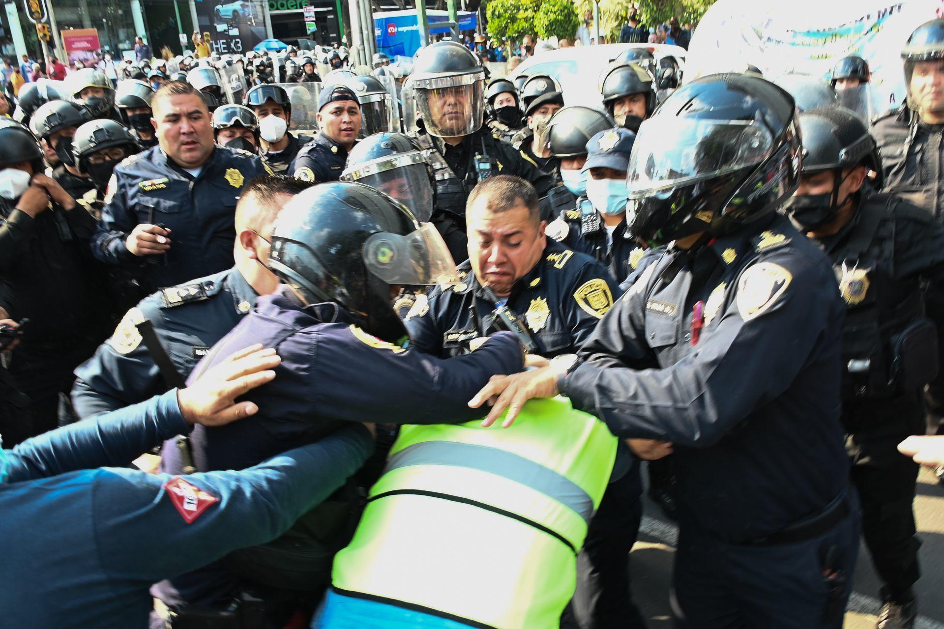 Enfrentamiento entre gaseros y policías en CDMX (Cuartoscuro)