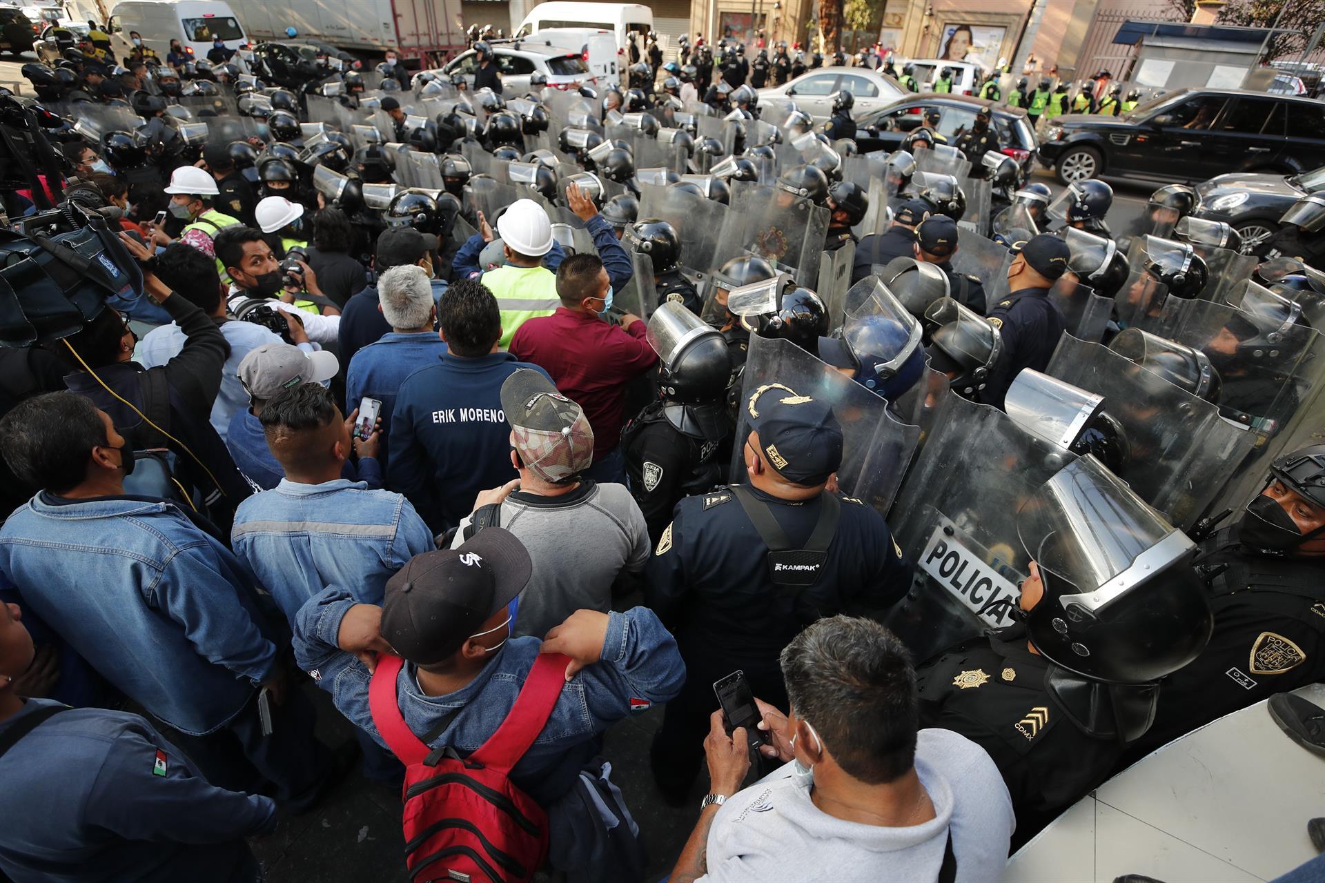Integrantes del Gremio Gasero Nacional durante manifestación en CDMX (EFE)