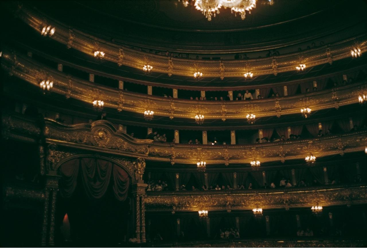 Artista del Bolshói de Moscú muere en accidente en el escenario.