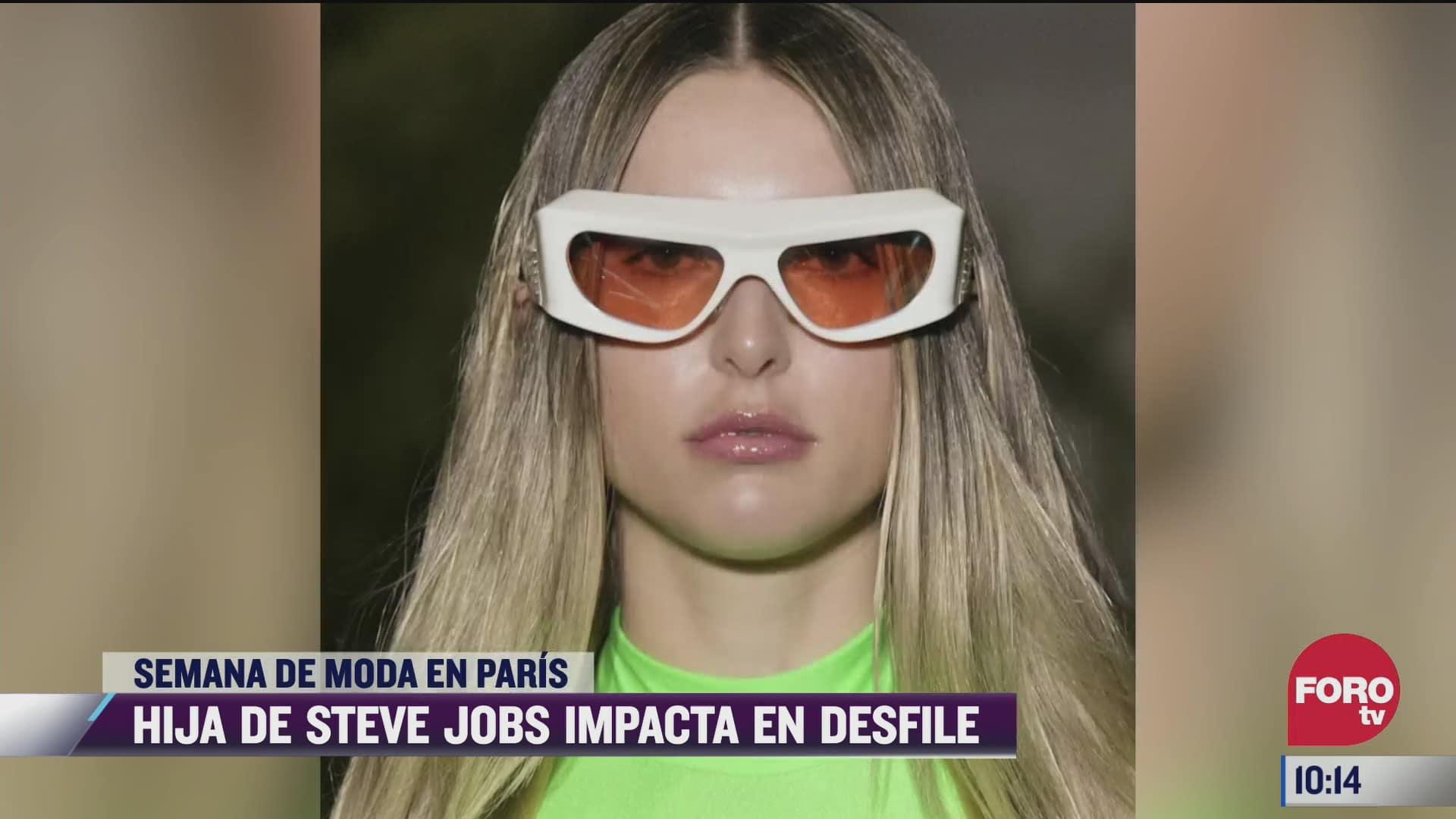 hija de steve jobs deslumbra durante desfile de moda en paris