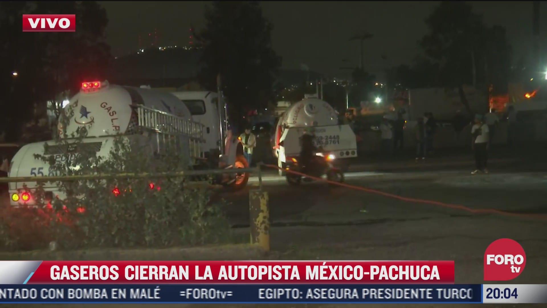 intercambian insultos usuarios de transporte publico con gaseros en autopista mexico pachuca