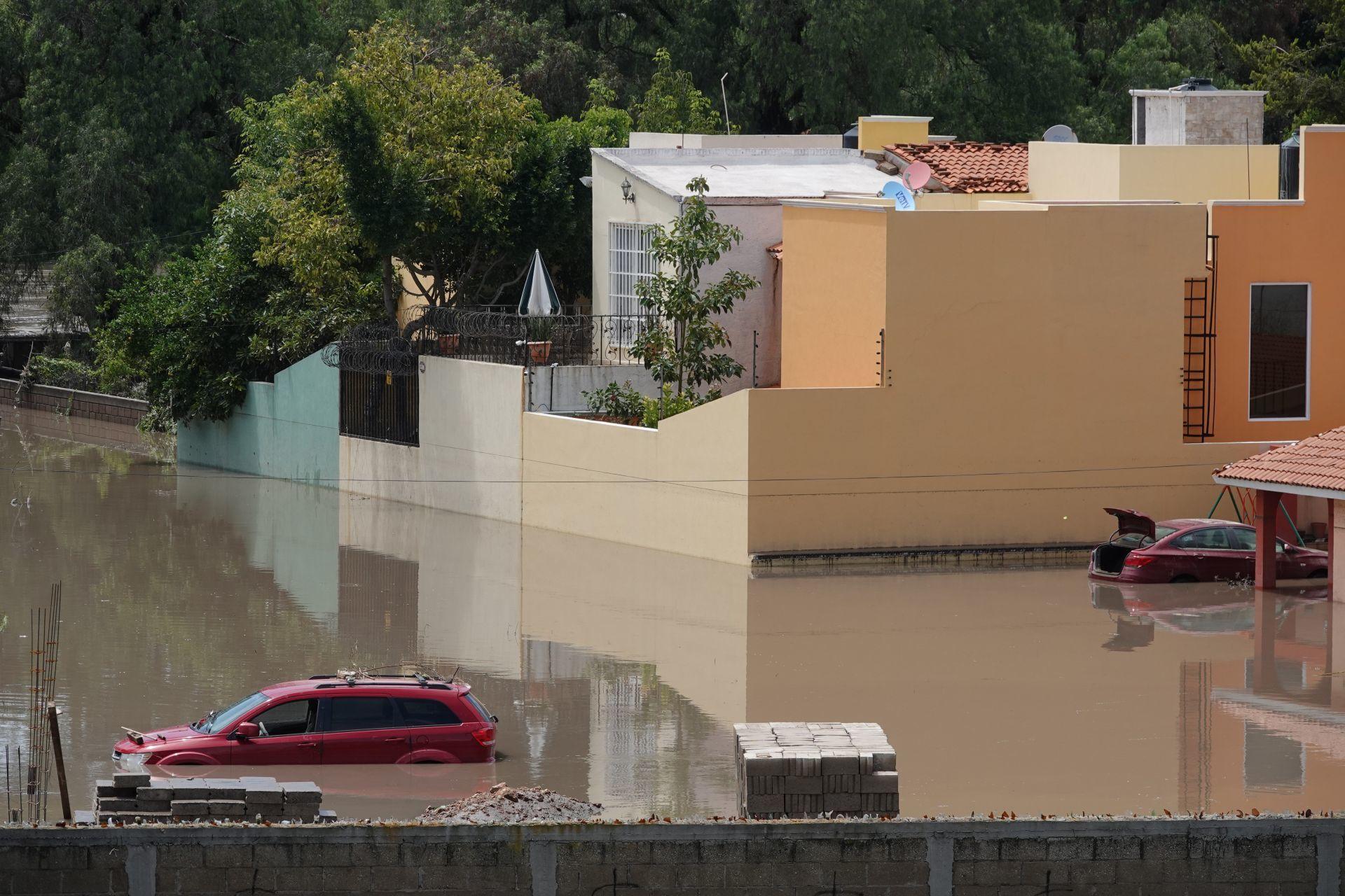 Inundaciones por desbordamiento del río Tula dañan edificios, podrían colapsar