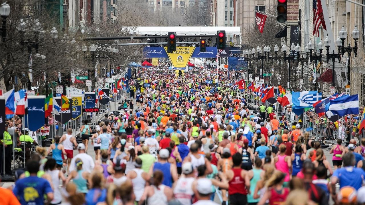 Maratón de Boston regresa con menos corredores y mascarillas anti covid