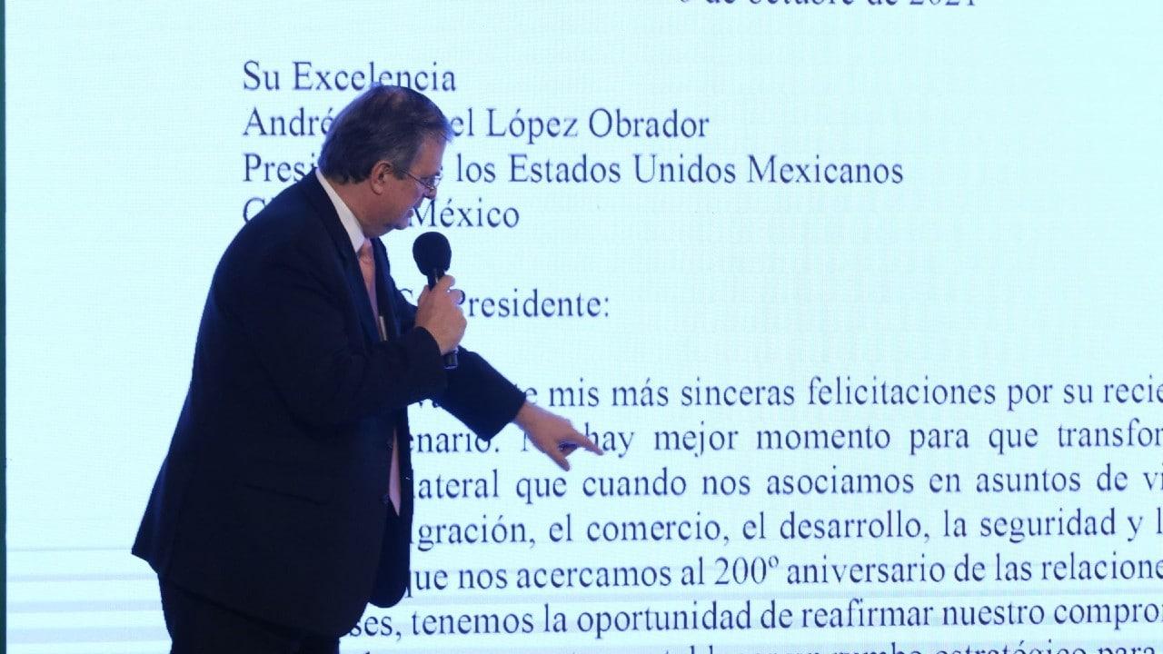 Marcelo Ebrard lee la carta de Biden a López Obrador