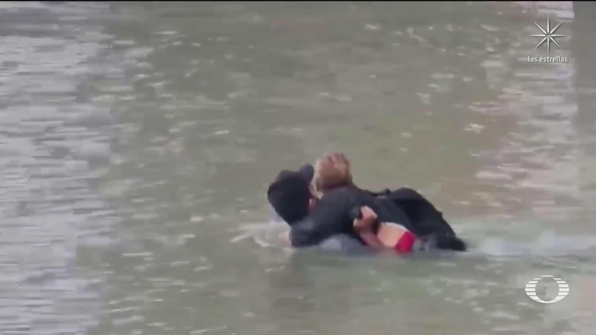 migrantes continuan arriesgando su vida al cruzar el rio bravo en piedras negras