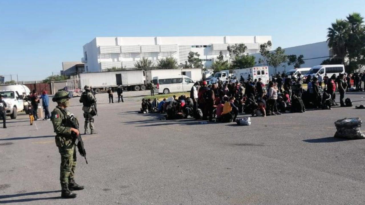 Repatrían y reubican a los 652 migrantes rescatados en 3 tráileres en Tamaulipas