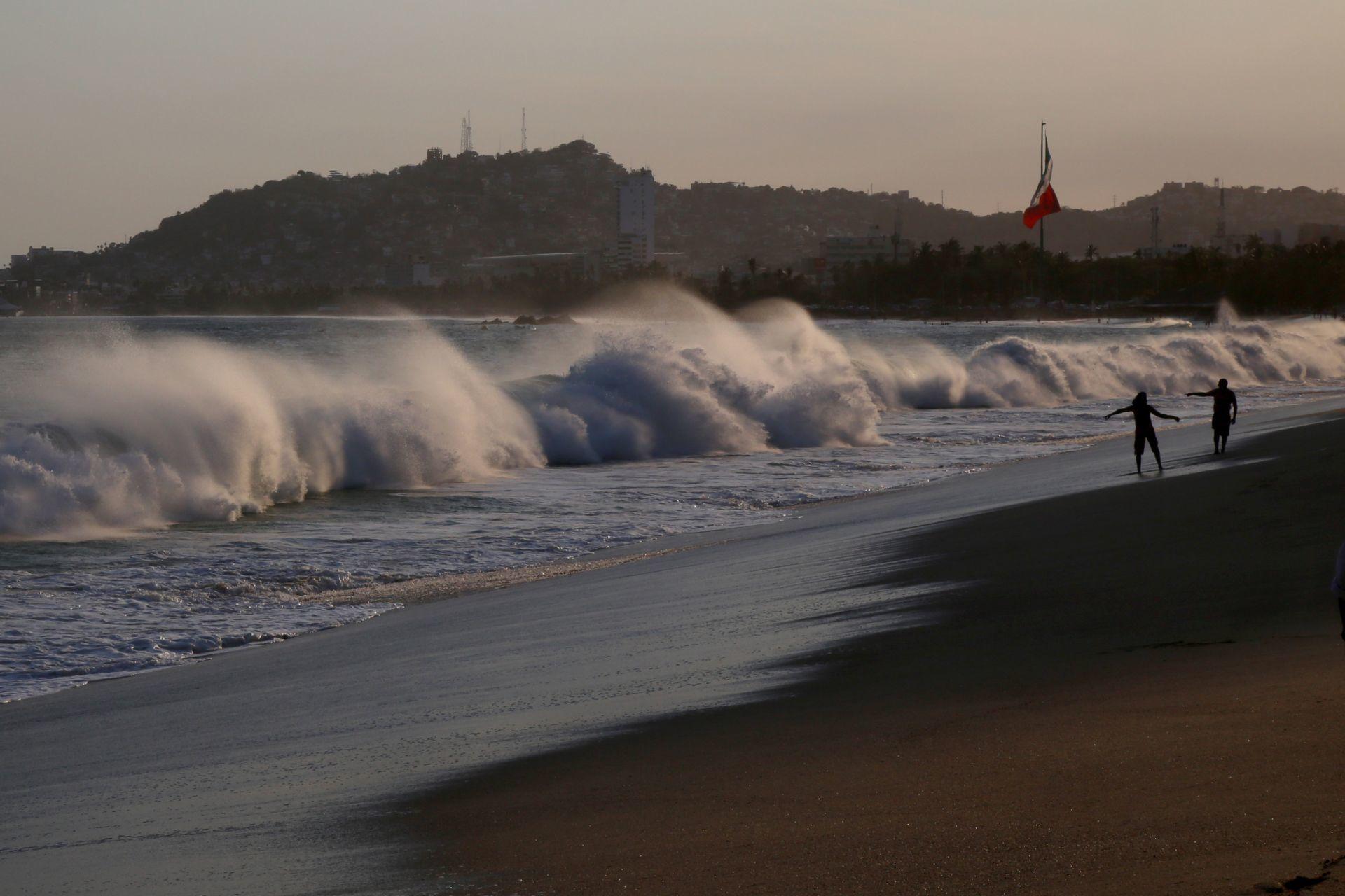 Oleaje en costas de Acapulco, Guerrero (Cuartoscuro)