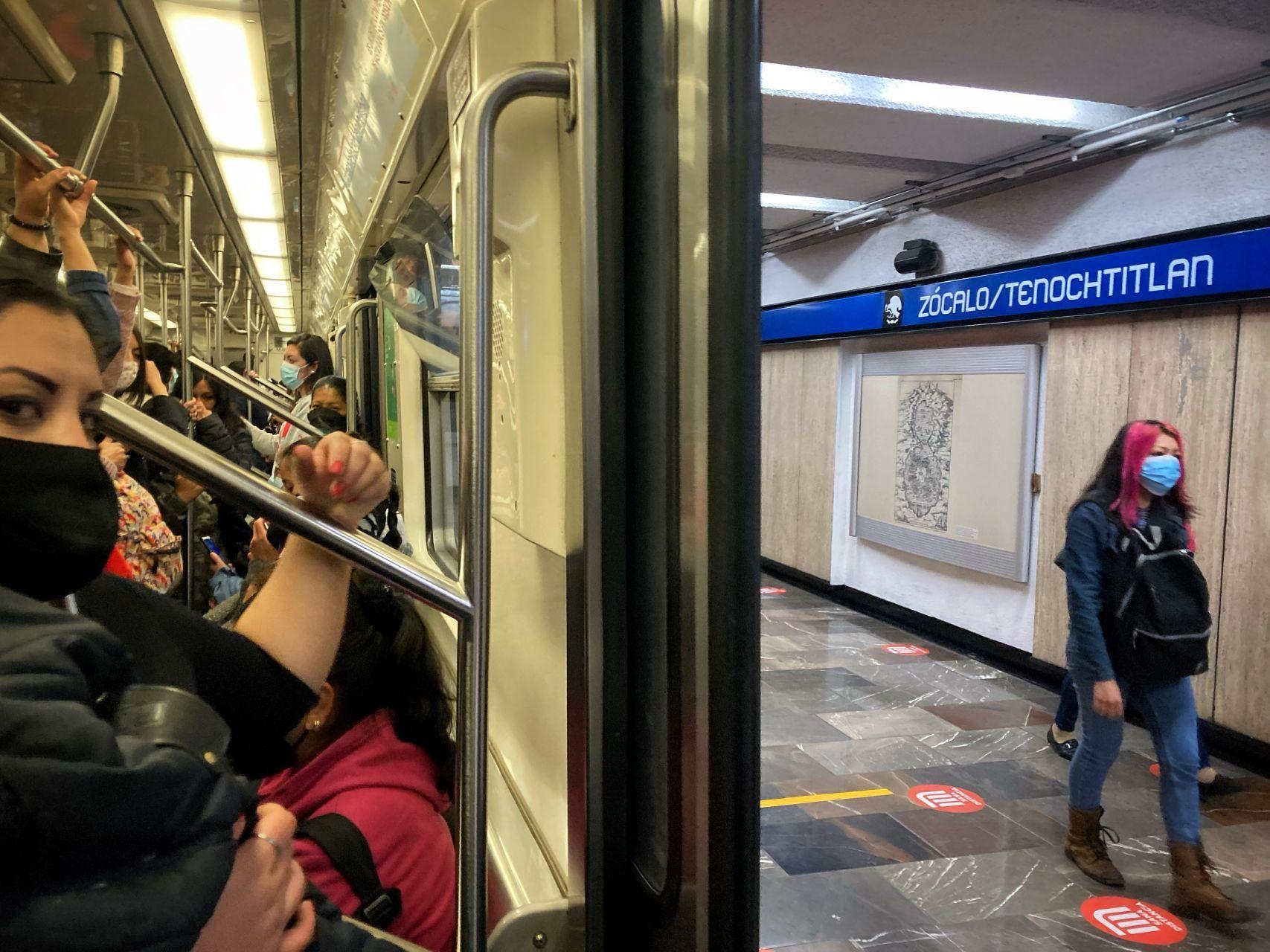 Usuarios del Metro en la Ciudad de México (Cuartoscuro)