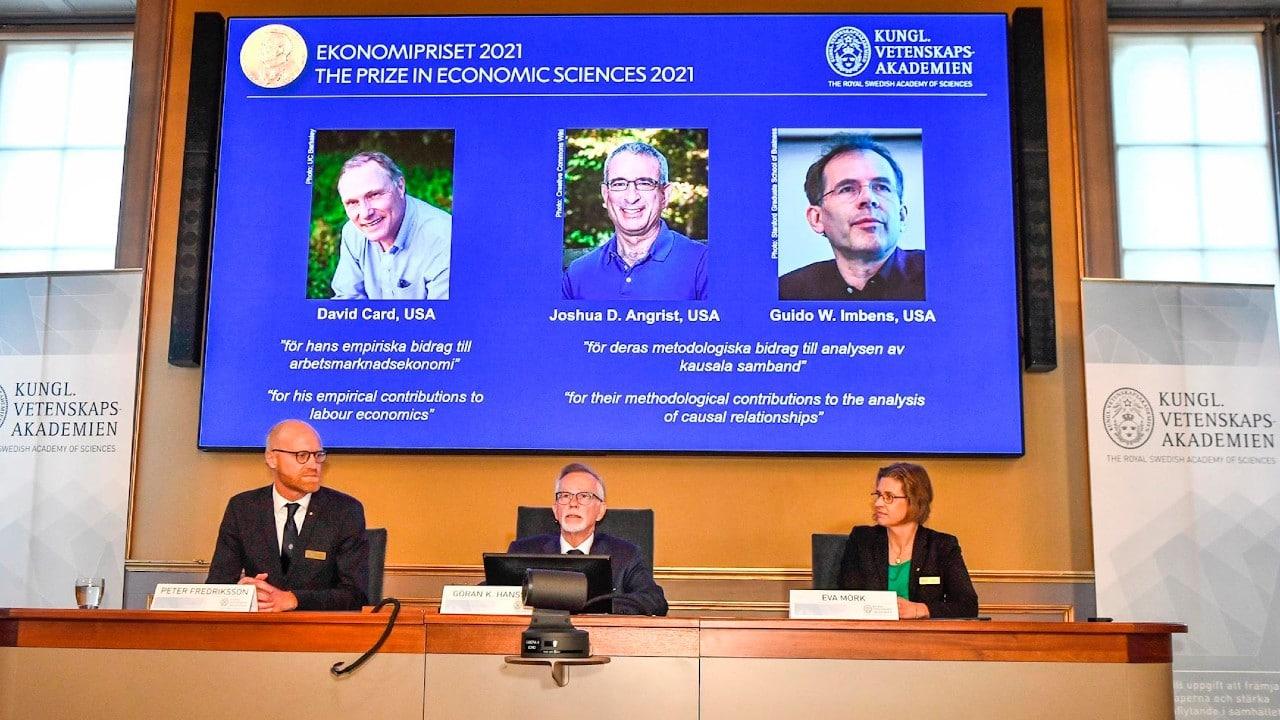 Otorgan el Premio Nobel de Economía a David Card, Joshua Angrist y Guido Imbens por análisis del mercado laboral