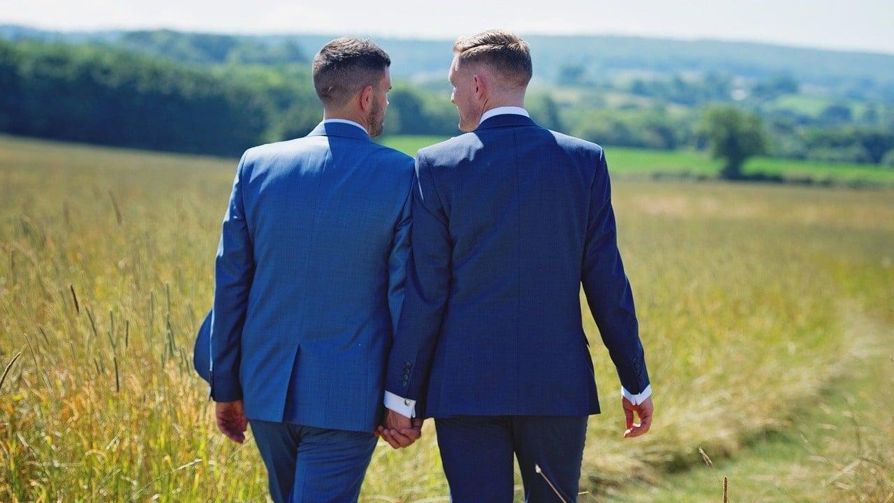 LGBT, pareja gay, Tinder, citas, imagen ilustrativa