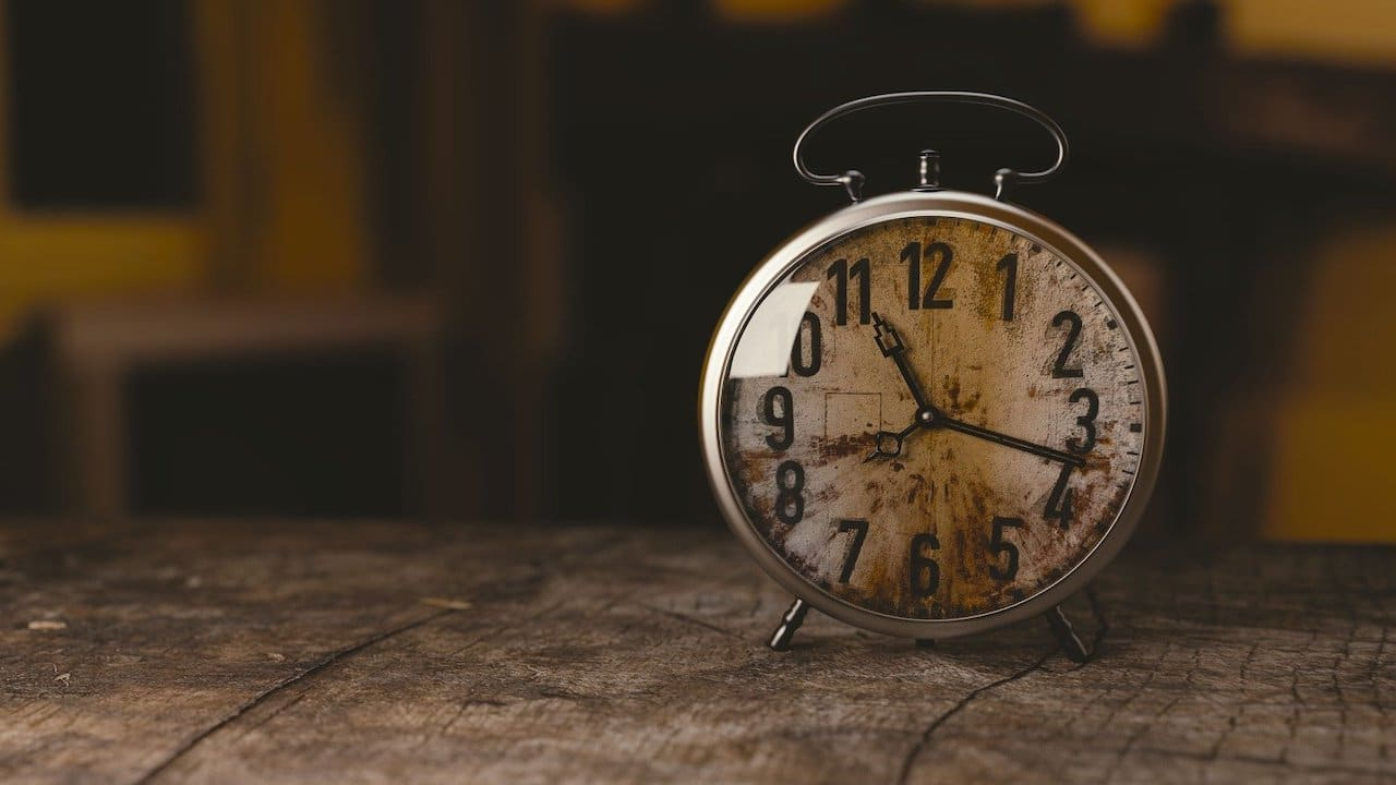 Horario de invierno 2021, atrasa reloj, adelanta reloj