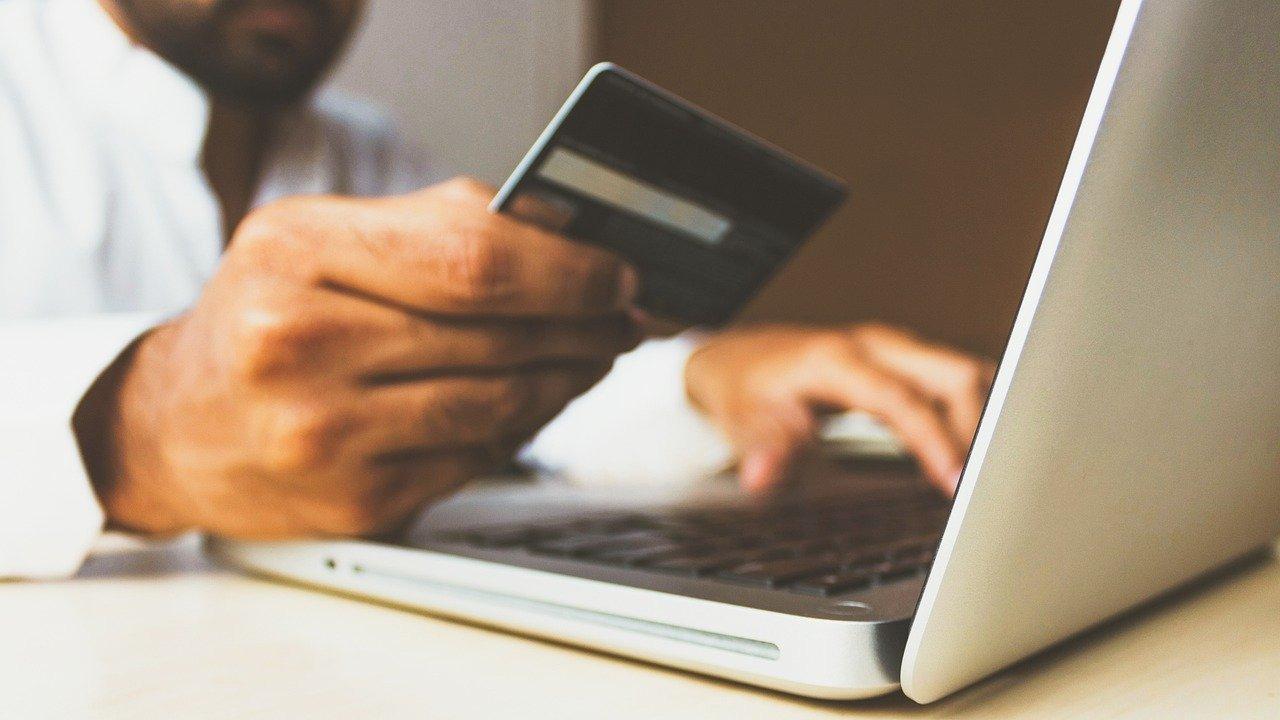 SAT: cómo evitar problemas al usar y pagar tarjeta de crédito