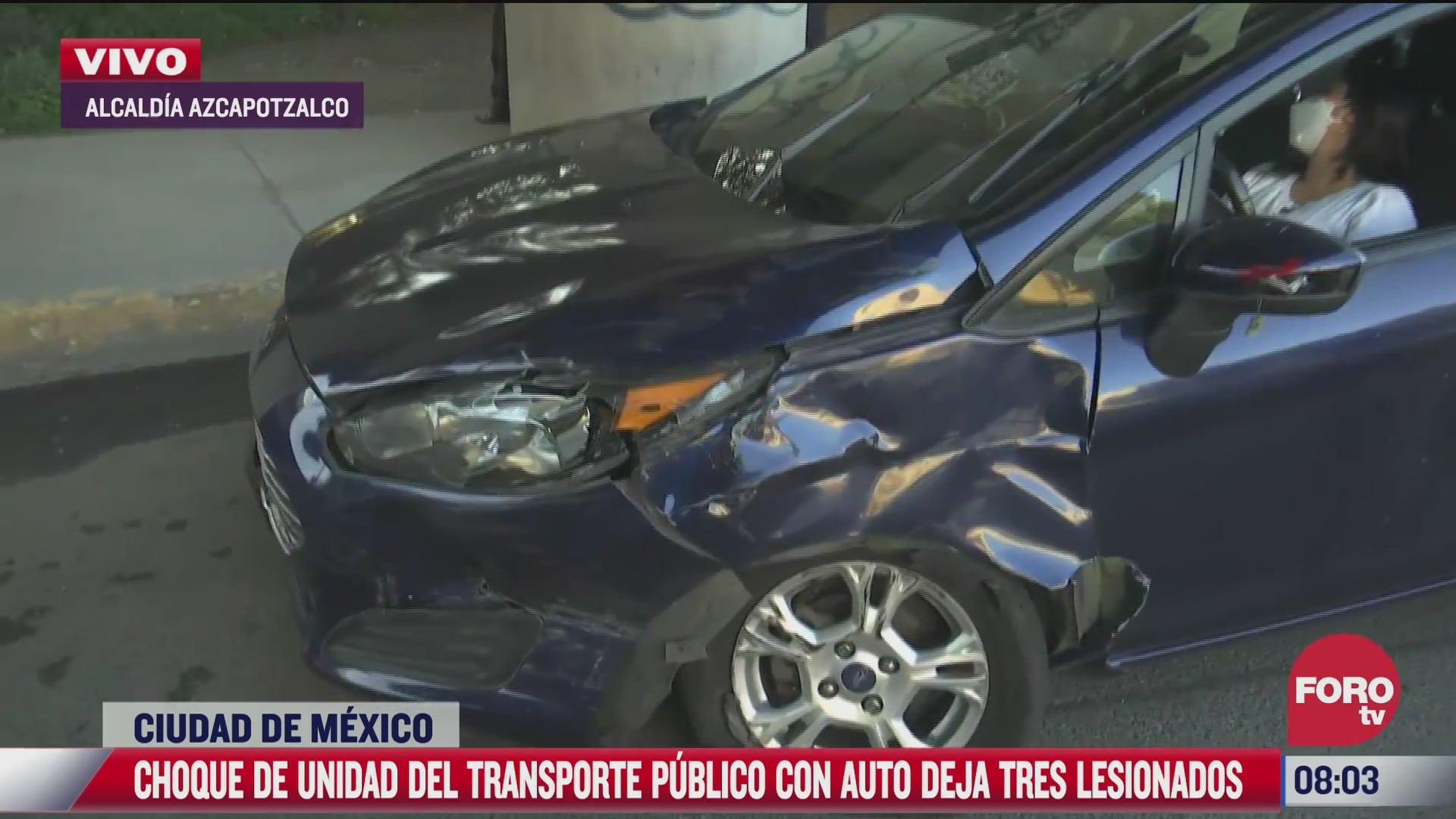 se registra choque de transporte con auto particular deja tres lesionados
