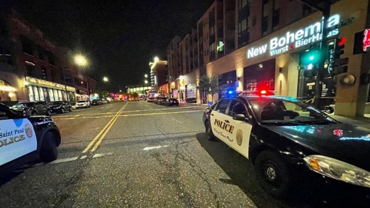 La Policía acudió después de la medianoche a un concurrido bar de la ciudad, donde se registró un tiroteo. Fuente: Twitter @sppdmn