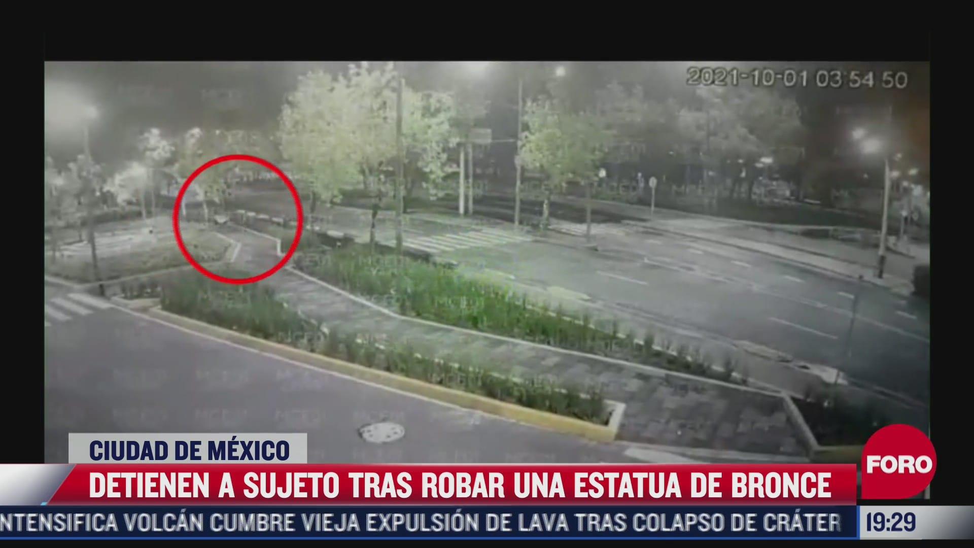 video hombre se roba escultura de bronce con la ayuda de un diablito